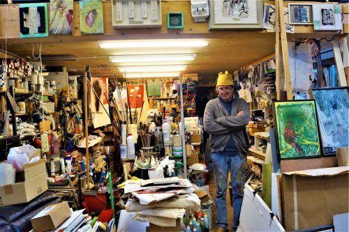 Harald Gfader zeigt der VN-Heimat sein übervolles und dadurch inspirierendes Atelier.Ritter