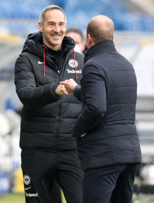 Hat im Moment gut lachen: Frankfurts Chefcoach Adi Hütter (links) mit Hoffenheims Trainer Sebastian Hoeness.Reuters