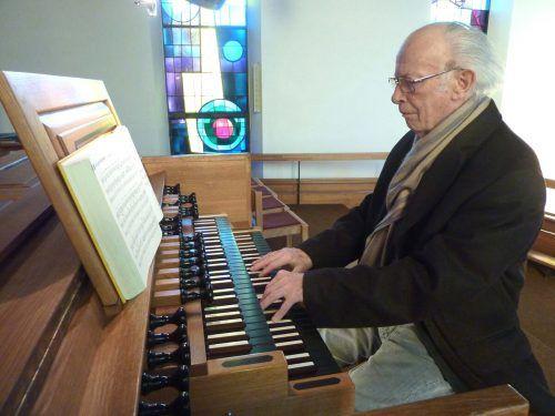 Im Alter von neun Jahren spielte Gebhard Wiederin zum ersten Mal bei einem Gottesdienst in Frastanz die Orgel – und tat es bis vor ein paar Jahren noch. JU