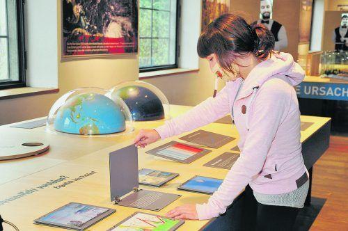 Interaktive Stationen vermitteln Wissen rund um die Erderwärmung. inatura