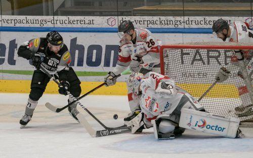 Kevin Macierzynski (l.) und seine Teamkollegen brauchen in den beiden Heimpartien gegen Bratislava Erfolgserlebnisse. stiplovsek