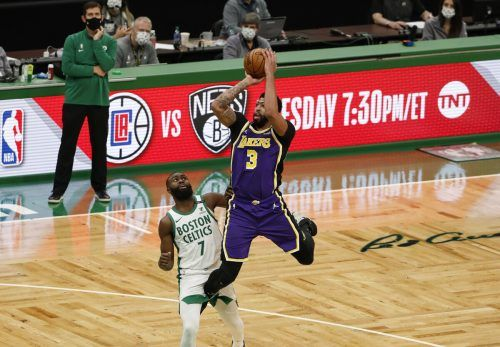 Lakers-Topskorer Anthony Davis im Duell mit Jaylen Brown. AFP