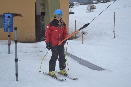 Leonie steht fast täglich auf den Skiern, auch vom Regenwetter lässt sie sich den Spaß am Skifahren nicht nehmen.