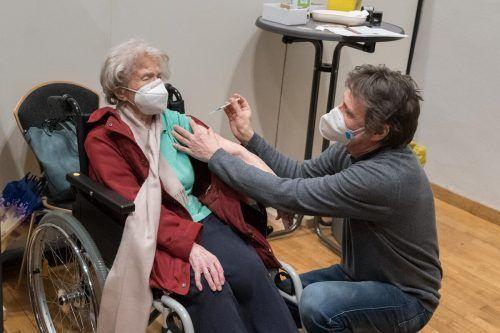 Marianne Stürz kam vorschriftsmäßig mit FFP-2-Maske zur Impfung.