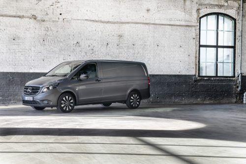 Mercedes Vito: Universalist aus Stuttgart. Als Kastenwagen front- oder heckgetrieben. Kostet ab ca. 30.000 Euro. Neu ist die Stromversion EQV.