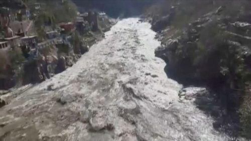 Mindestens 140 Menschen werden nach der massiven Sturzflut vermisst. reuters