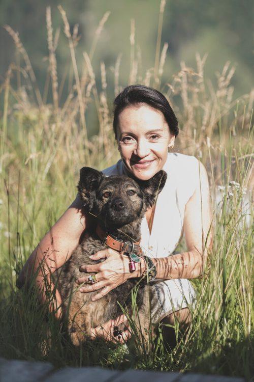 Mischlingsrüde Pablo begleitet Daniela Pfefferkorn seit zwei Jahren. GB (Goldener Berg)