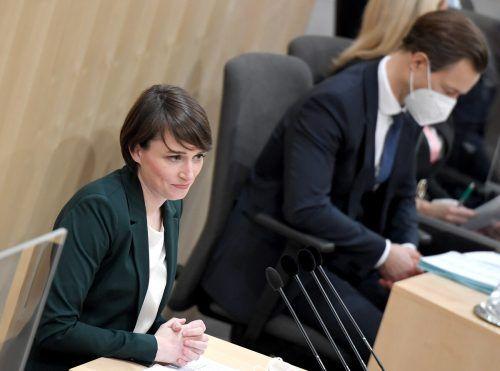Nach der Hausdurchsuchung bei Blümel (r.)forderte etwa Grünen-Klubobfrau Maurer, das Amtsgeheimnis schneller durch eine Informationsfreiheit zu ersetzen. APA