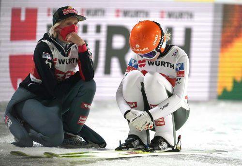 Nach Schanzenrekord im ersten Durchgang war die Enttäuschung von Marita Kramer nach dem zweiten Sprung riesig. Auch Kollegin Daniela Iraschko-Stolz konnte nicht trösten.apa
