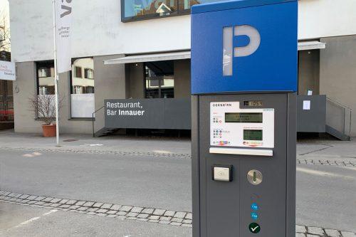Neue, moderne Parkscheinautomaten werden aufgestellt.Stadt