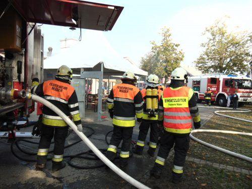 """Nicht nur """"klassische"""" Feuerwehraufgaben standen vergangenes Jahr auf dem Programm. Die Mäderer Florianijünger unterstützten auch bei Coronatestungen. Mäser"""