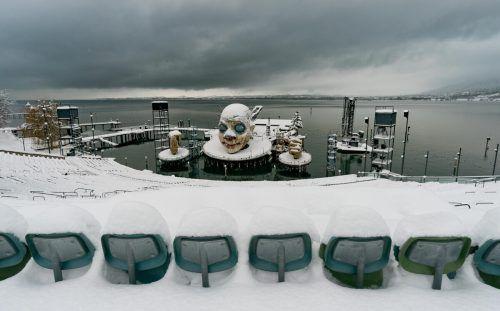 Noch ist alles winterlich, bei der Planung der Saison 2021 stellt sich für die Bregenzer Festspiele aber auch die Frage, wie das Publikum sicher auf die Seetribüne kommt. stiplovsek