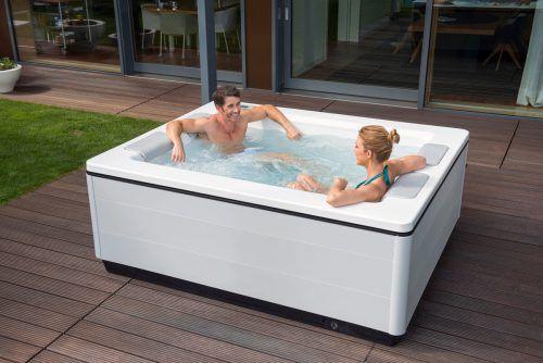 Outdoor-Whirlpools sorgen für Entspannung und Genuss. epr/Villeroy&Boch