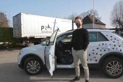 Pius Prantl und die Fahrlehrer freuen sich, wieder Fahrstunden abhalten zu dürfen. bvs