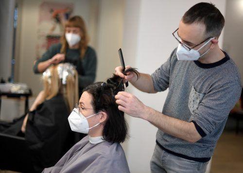 Seit vergangenem Montag dürfen die Friseure und die körpernahen Dienstleister wieder öffnen. Der Andrang war groß, dürfte jetzt aber wieder abflachen. APA