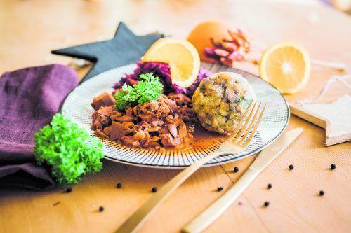 Semmelknödel und Gulasch schmecken auch in der veganen Variante.Sams