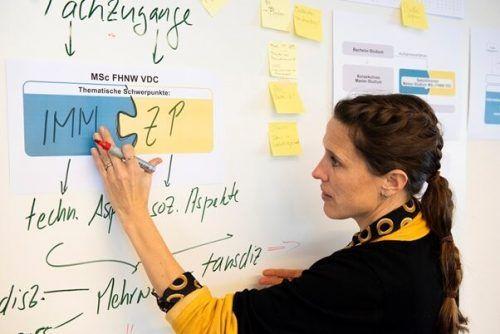 Studienleiterin Nora Dainton ist überzeugt, dass transdisziplinäres Denken beim Bauen Einzug hält. FNHW VDC