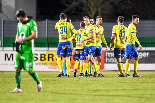 SV Lafnitz jubelt und die Austria schleicht geprügelt vom Platz. Die Grün-Weißen verspielen eine 2:0-Führung und verlieren 2:3.gepa