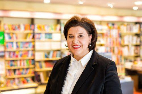 Buchhändlerin Verena Brunner freut sich über den Preis. FA/Weissengruber