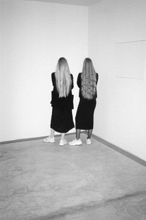 """""""TOGETHER APART"""" heißt die Ausstellung von Anna und Maria Ritsch. ritsch.sisters"""