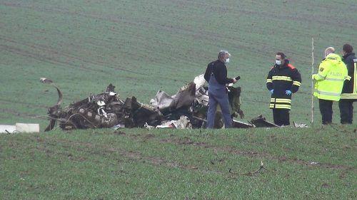 Trümmerfeld beim Absturzort: Der junge Vorarlberger konnte nur mehr tot geborgen werden. WINKLER TV