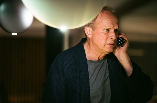 """Ulrich Tukur spielt in seinem neuen Film """"Meeresleuchten"""", einen Vater, der den Tod seiner Tochter nicht verkraftet. WDR/KJ Entertainment/Lukas Salna"""