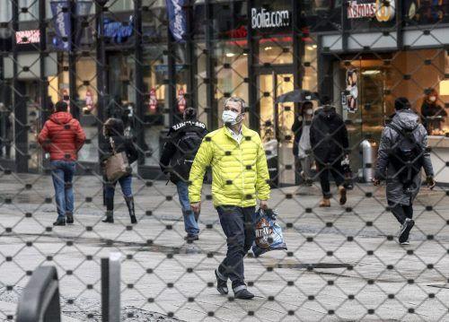 Während Österreich trotz höherer Zahlen öffnet, bleibt in Deutschland der Lockdown bis in den März bestehen. AP
