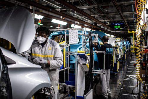 Wegen fehlender Bauteile wird Renault heuer 100.000 Autos weniger bauen. afp