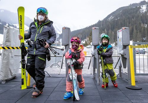 Wer in Tirol mit einer Gondel fahren möchte, musslaut Landesregierung künftig ein negatives Testergebnis vorweisen.APA