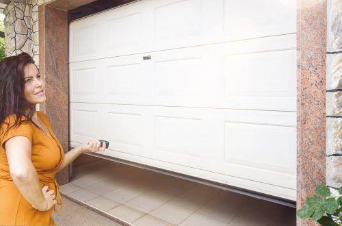 Äußerst komfortabel und praktisch ist es, eine Garage zu besitzen, die direkt ins Haus hineinführt.Shutterstock