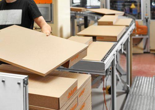 Alle Produktverpackungen, Drucksachen und sonstige Verwendungen aus Holz und Holzfasern sind bei Blum FSC®-konform.
