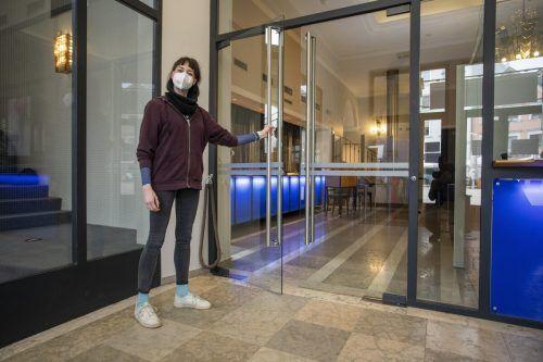 Am Dienstagabend wurde es fixiert: Ab 15. März sollen sich die Theatertüren (im Bild ist das Foyer des Landestheaters) ausschließlich in Vorarlberg wieder öffnen. VN/paulitsch