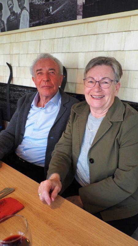 """Auch Emil und Annemarie ließen sich einen Besuch im """"neuen"""" Gasthaus nicht entgehen."""