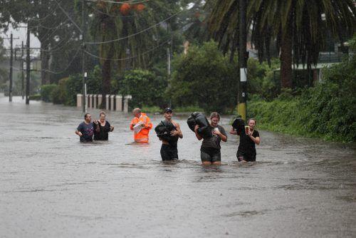 Auch in den nächsten Tagen soll der Regen anhalten. Hunderte Menschen mussten ihre Häuser verlassen. Reuters