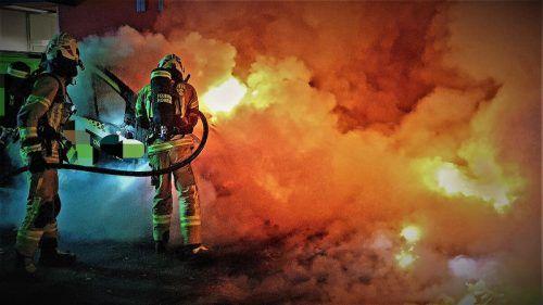 Auch in Hohenems war die Feuerwehr mit Löscharbeiten an einem Müllsammelplatz beschäftigt. SYMBOL/FEUERWEHR HOHENEMS