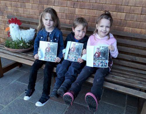 Auch Laura, Nils und Leonie halfen beim Austeilen der Broschüren.