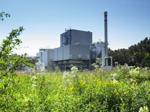 BERTSCHenergy-Biomassekraftwerk: Überschaubare Gebäudegröße, welche hochmoderne Technik umhaust.