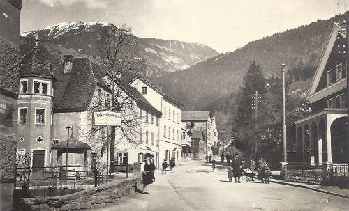 Blick in die obere Wichnerstraße Anfang der 1930er-Jahre. Rechts befindet sich das kurz zuvor errichtete Kino.Archiv Schwald/Stadtarchiv