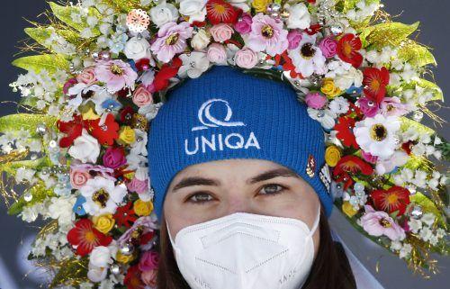 Blumenkranz für die Siegerin. Petra Vlhova gewann mit dem Riesentorlauf in Jasna erstmals ein Rennen in ihrem Heimatland. Ap