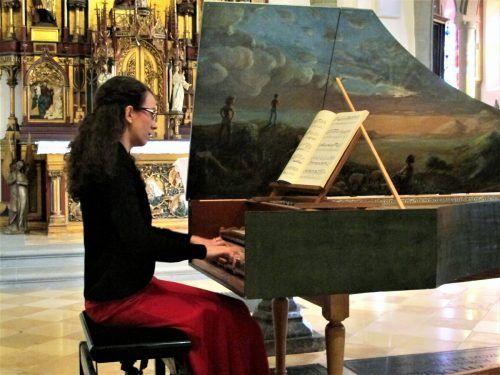Cembalistin Eva-Maria Hamberger erforscht auch das Musikleben der Einsiedler-Mönche im 18. Jahrhundert in St. Gerold. ju
