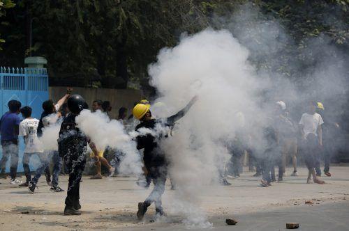 Das Militär geht brutal gegen die Demonstranten vor. AP