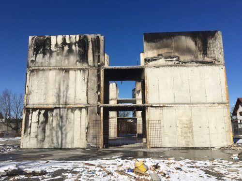 Der Betonkern des alten Gebäudes wurde beim Brand stark beschädigt und musste jetzt abgerissen werden.VN-pes