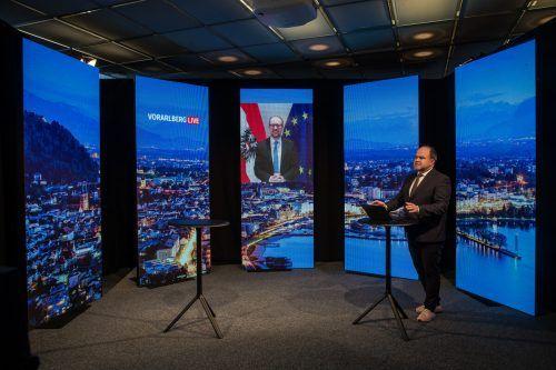 Der live zugeschaltete Außenminister stellte sich den Fragen von VN-Chefredakteur Gerold Riedmann. VN/Steurer