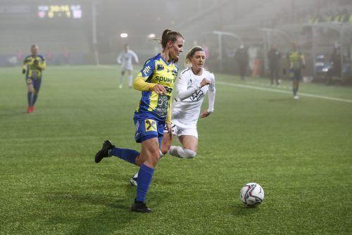 Die 19-jährige Lochauerin Anna Bereuter lieferte im Champions League-Achtelfinale in Malmö eine blitzsaubere Leistung in der Defensive des SKN St. Pölten ab.gepa