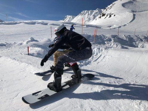 Die Europacupfahrer im Snowboard Cross sind an diesem Wochenende bei zwei Rennen in Gargellen im Einsatz.VSV