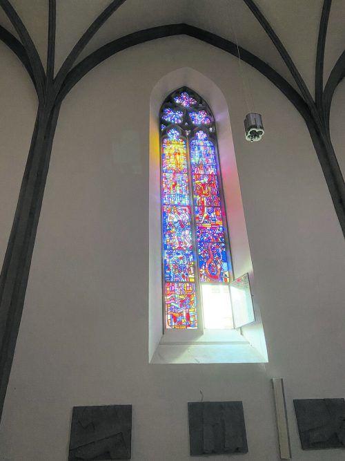 """Die Glasfenster von Martin Häusle erzählen auch die Geschichte von der """"Vertreibung aus dem Paradies"""". Thomas Matt"""
