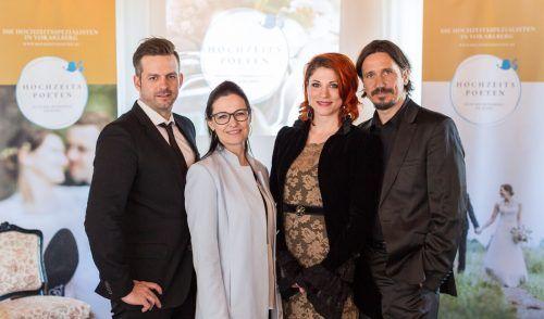 Die Gründerinnen und Gründer der Hochzeitspoeten: Manuel Riesterer, Gabi Micheluzzi, Nina Fleisch und Alexander Sonderegger. Hochzeitspoeten