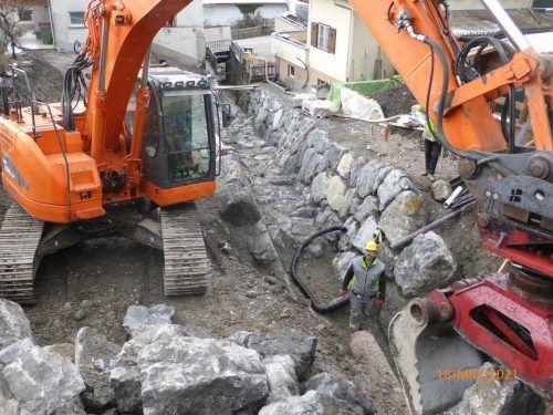 Die Mitarbeiter der Wildbach- und Lawinenverbauung sind seit Februar mit der Gerinneverbauung des Mühlebachs beschäftigt.