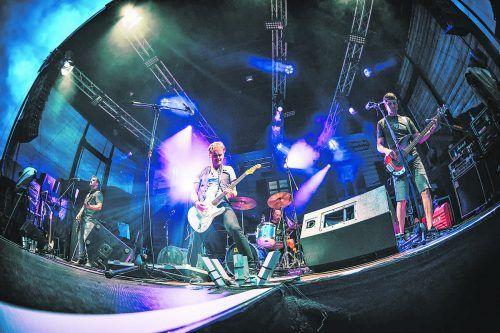 Die Mundart-Rocker von Rumborak heizen am morgigen Dienstag beim ersten Rockkonzert Österreichs seit rund 20 Wochen in der Remise voll ein.J. Hummer