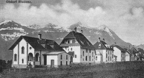 """Die sogenannten """"Schokohäuser"""" von Ignaz Wolf in prominenter Baulage im Bludenzer Obdorf.Archiv Suchard"""